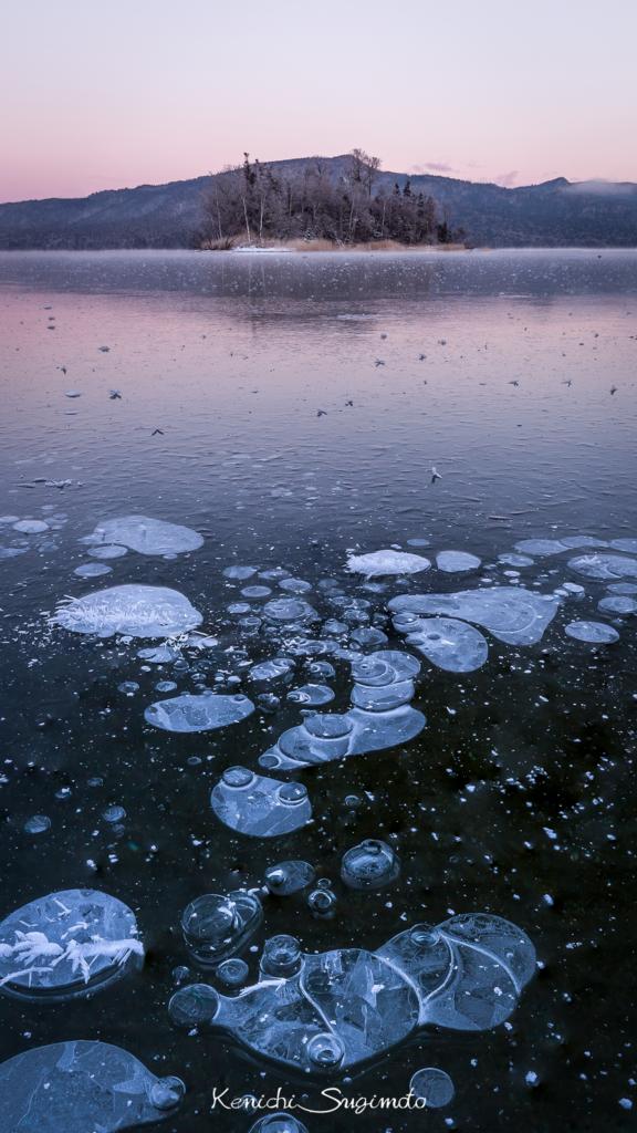 阿寒湖の氷上でアイスバブルを撮影!