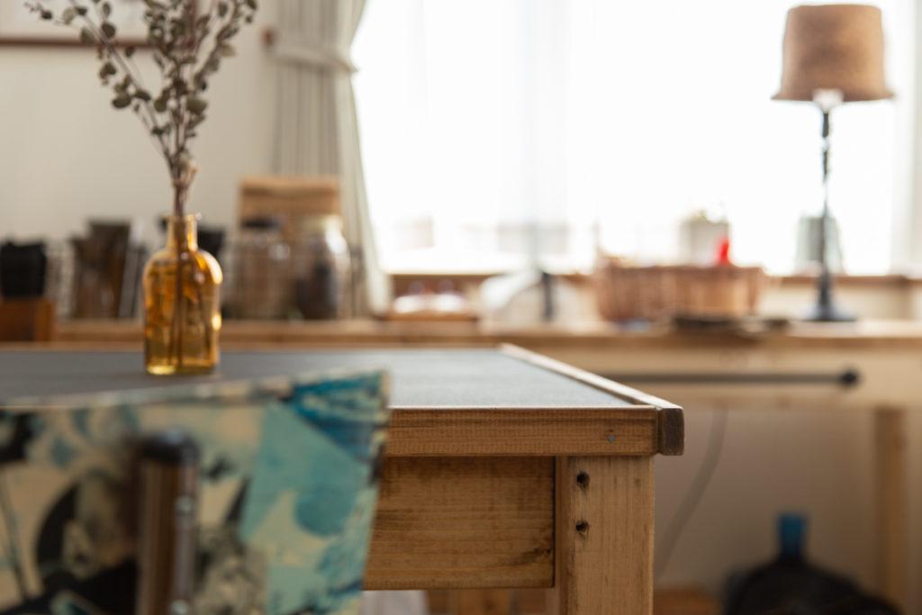 ダイニングテーブルの天板はアイアンペイントで仕上げました!