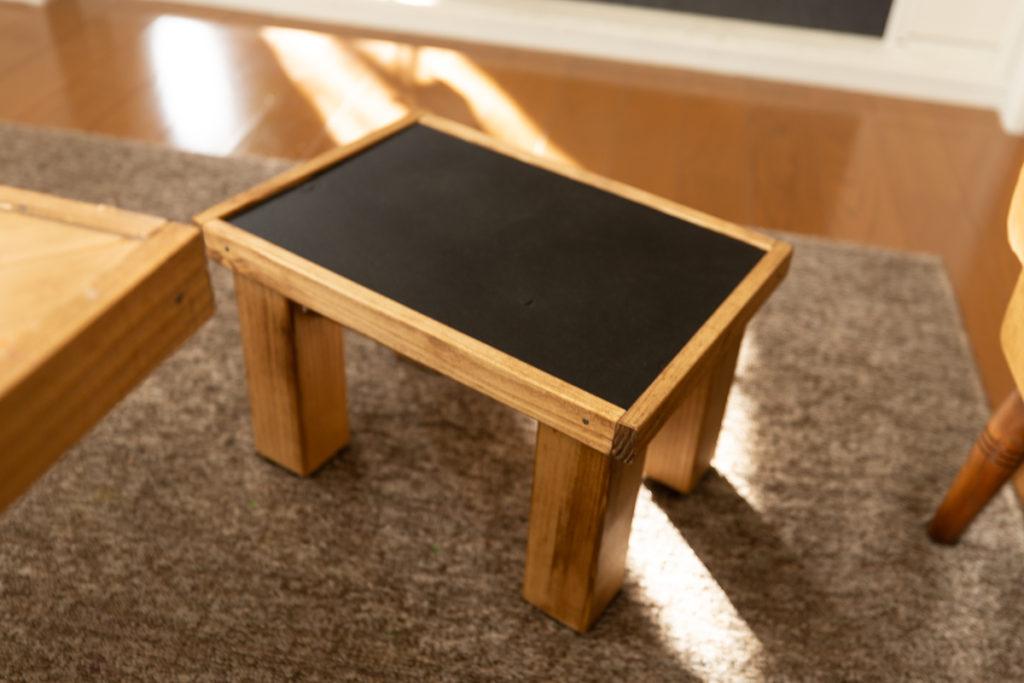 ダイニングテーブルとお揃いのスツールも作りました。