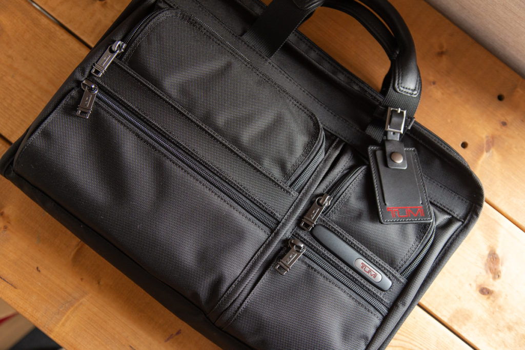 TUMIのビジネスバッグを開封レビュー